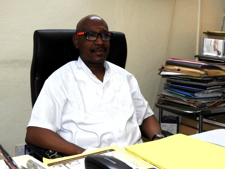 Entretien avec le Professeur Aristote Hans-Moévi Akué : «  Les victimes des accidents arrivent au Cnhu très pauvres et n'ont réellement pas de moyens et la prise en charge devient difficile dans ce cas »