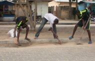 Ramassage et vente de sable de rue : Une nouvelle activité des jeunes de Cotonou